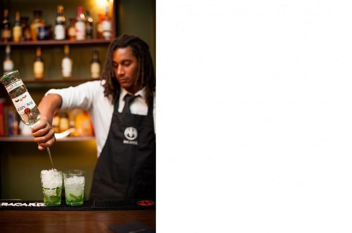 Barman van Bacardi